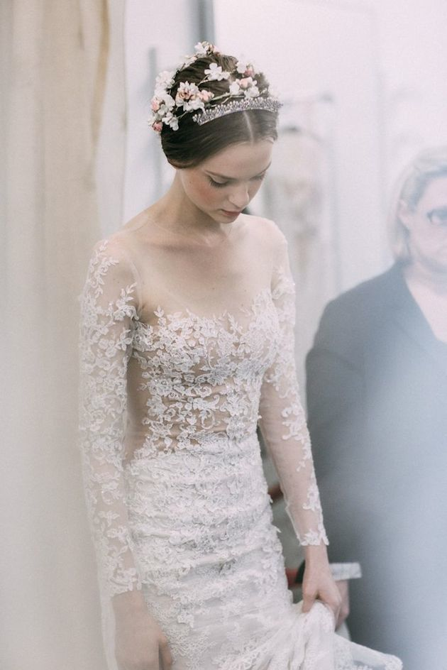 25Reem-Acra-Wedding-Dress-Wedding-Dresses-With-Sleeves-Bridal-Musings-Wedding-Blog-2