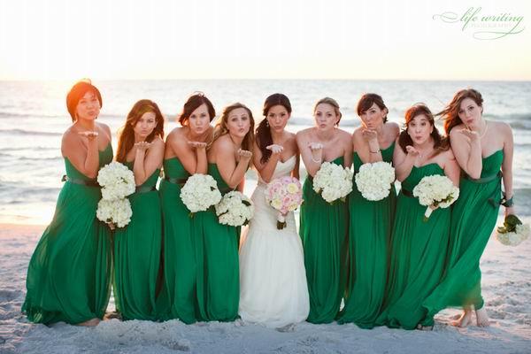 Fall-wedding-ideas-Emerald-green-bridesmaid-dresses1