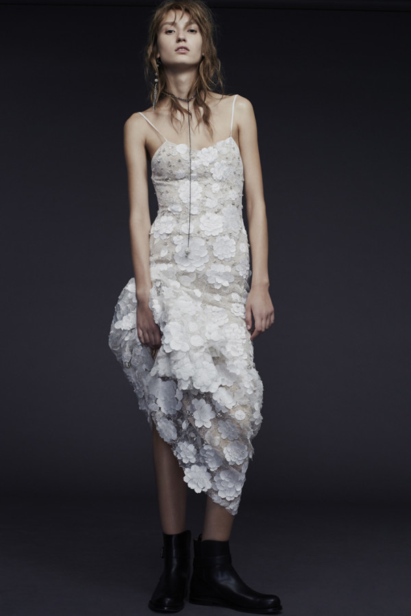 12Vera-Wang-Fall-2015-nude-spaghetti-strap-chantilly-lace-wedding-gown-with-hand-applique-lace-600x900