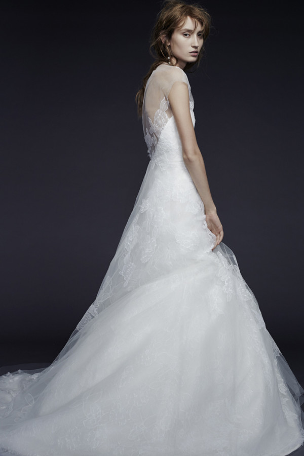 3Vera-Wang-Fall-2015-A-line-wedding-dress-with-a-sweetheart-neckline-600x900