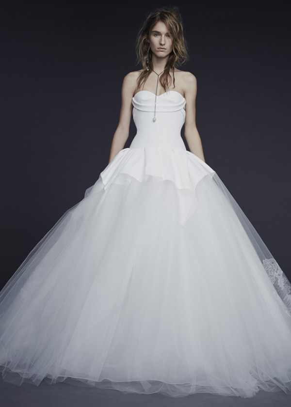 5Vera-Wang-Fall-2015-ivory-strapless-sweetheart-ball-gown-wedding-dress-600x840