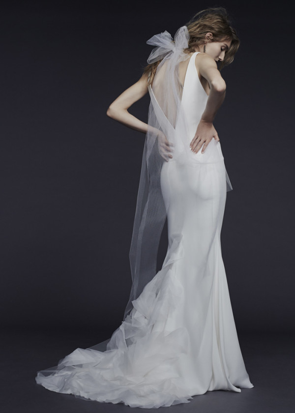 6Vera-Wang-Fall-2015-V-neckline-silk-bridal-gown-600x840