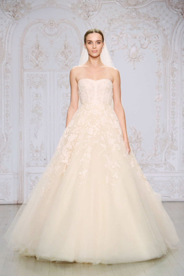 9Monique-Lhuillier-Fall-2015-strapless-blush-embroidered-lace-ball-gown-wedding-dress-with-a-sweetheart-neckline-600x899