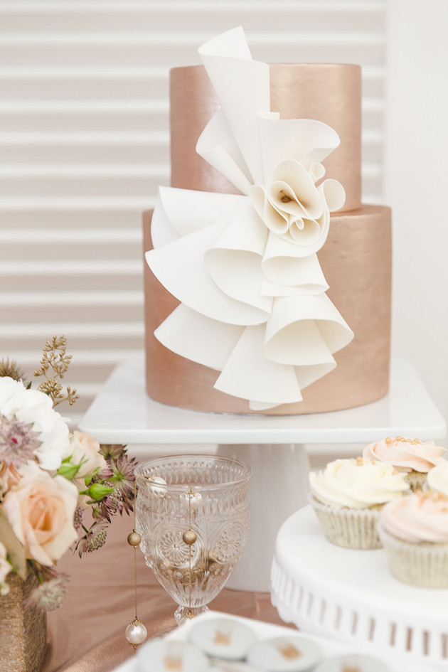 12 Mixed-Metallics-Wedding-Shoot-Chen-Sands-Photography-The-Wedding-Scoop-Bridal-Musings-Wedding-Blog-21-630x945