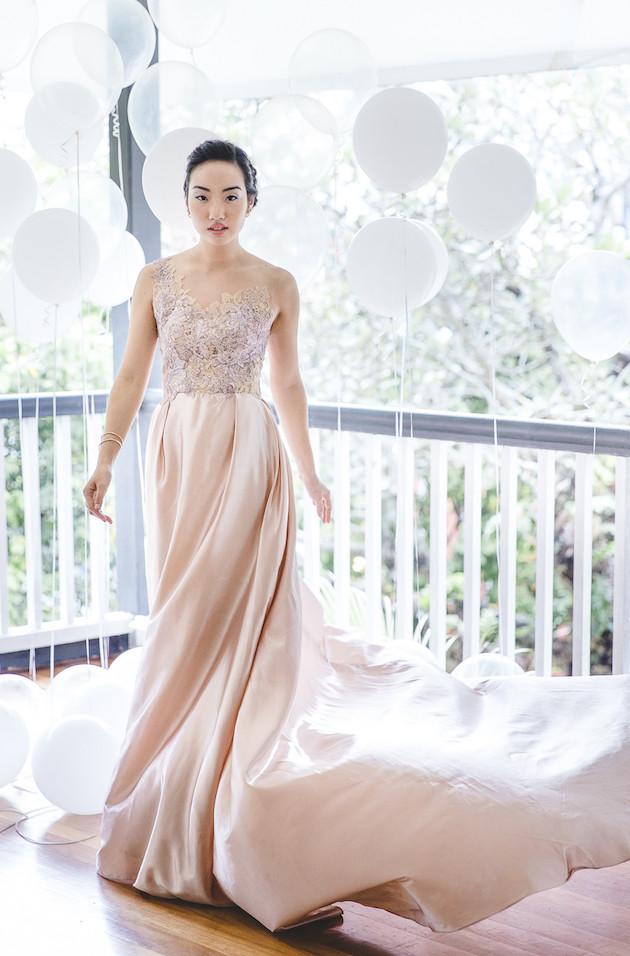 5 Mixed-Metallics-Wedding-Shoot-Chen-Sands-Photography-The-Wedding-Scoop-Bridal-Musings-Wedding-Blog-33-630x956