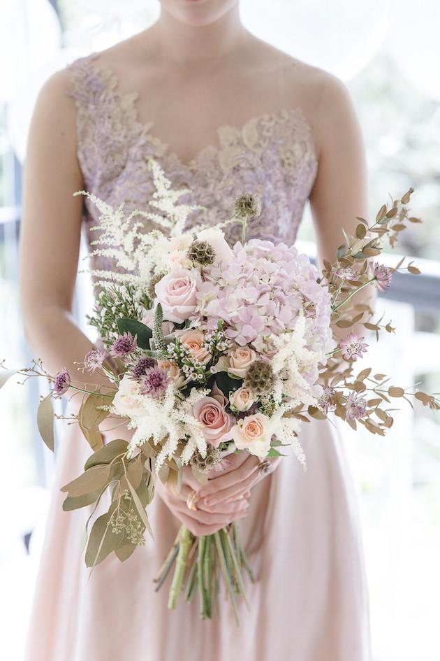 6 Mixed-Metallics-Wedding-Shoot-Chen-Sands-Photography-The-Wedding-Scoop-Bridal-Musings-Wedding-Blog-2-630x945
