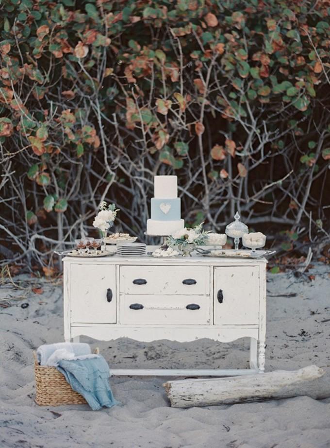 11-beachside-grey-skies-winter-blue-ocean-wedding-inspiration-weddings-unveiled-magazine-melanie-gabrielle-photography-01