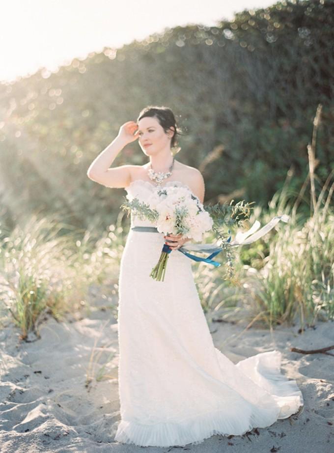 3-beachside-grey-skies-winter-blue-ocean-wedding-inspiration-weddings-unveiled-magazine-melanie-gabrielle-photography-28