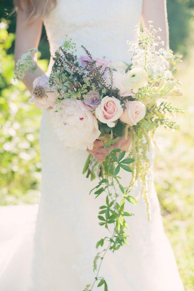Delicate-cascading-bouquet
