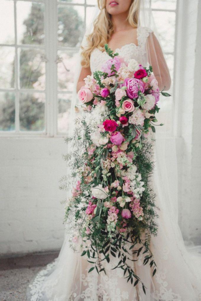 Extravagant-cascading-bouquet